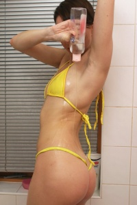 Babyoil In The Shower - Picture 4