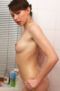 Babyoil In The Shower - Picture 14