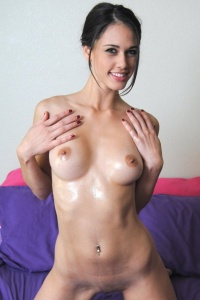 Pornstar Tiffany Thompson Covered In Babyoil - Picture 6