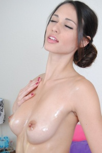 Pornstar Tiffany Thompson Covered In Babyoil - Picture 8